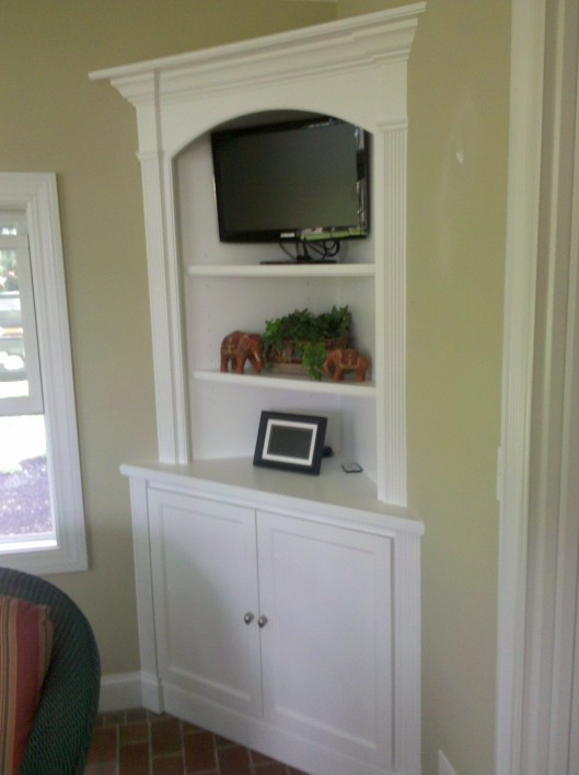 Image of corner hutch