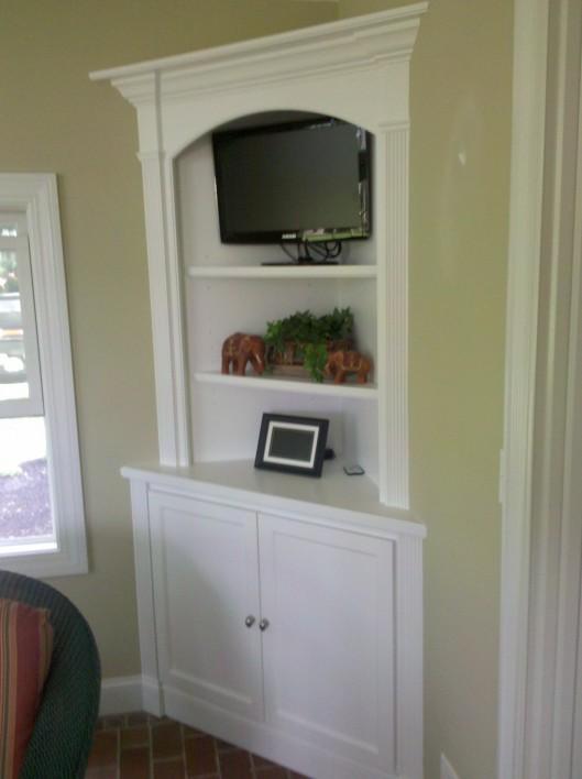 Image of corner hutch